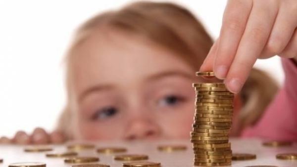 Alocaţiile pentru copii ar putea creşte. Vezi ce pregăteşte Ministrul Muncii