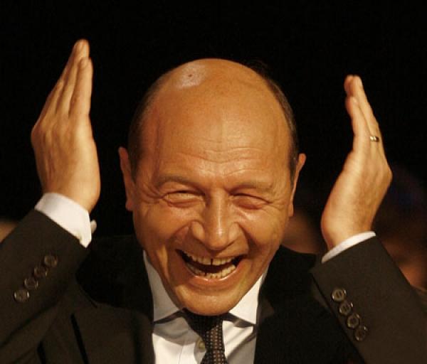 Basescu a sters pe jos cu Crin Antonescu