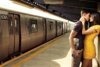Un baiat din Romania a vazut o fata draguta la metrou, dar nu a avut curaj sa vorbeasca cu ea. Iata ce a facut. Sigur este primul care face asa ceva!
