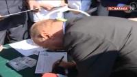 FALSURI PENALE: Petiţia contra accizei, semnată de MORŢI! Din 300.000 de semnaturi, doar 2.700 sunt valabile