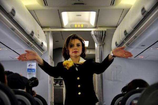 Ce salariu are un pilot TAROM si cat castiga o stewardesa --->