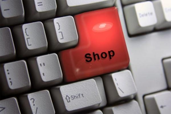 Romanii, campioni la cumparaturi online
