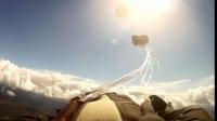 Paraşutist la un PAS de MOARTE după ce un METEORIT a trecut pe lângă el cu o viteză de 500 km/h VIDEO