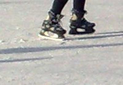 Veniti la Patinoarul Olimpia sa va dati cu patinele pe zapada!