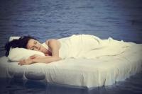 De ce TREBUIE să încercaţi să vă culcaţi mai devreme