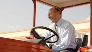 Lovitură pentru familia prezidenţială: ANAF contestă dizolvarea firmei care i-a vândut terenul lui Băsescu