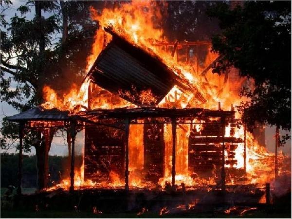 Casă distrusă total de un incendiu, la Telega