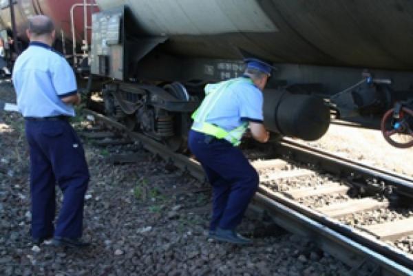 Ploiestean, prins in flagrant in timp ce fura componente de cale ferata