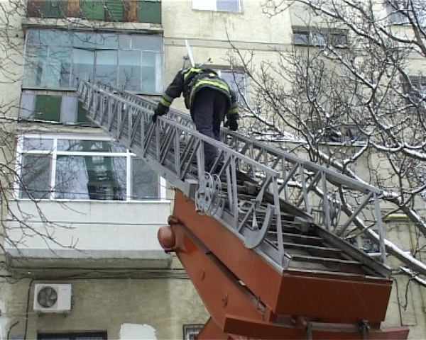 Descoperire macabra pe strada Cameliei: Ploiesteancă, găsită moartă în casă de pompieri