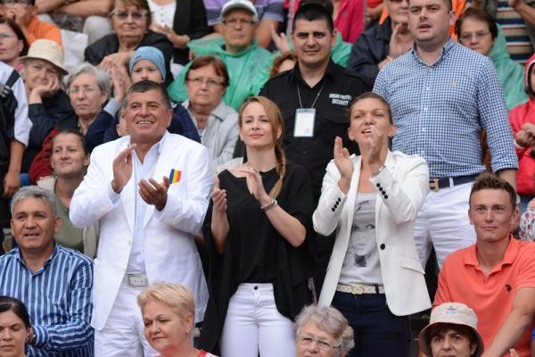 Surpriza pentru turistii care au fost ieri la Busteni. Horatiu Malaele, Simona Halep si Ion Tiriac, printre vedetele prezente in statiune