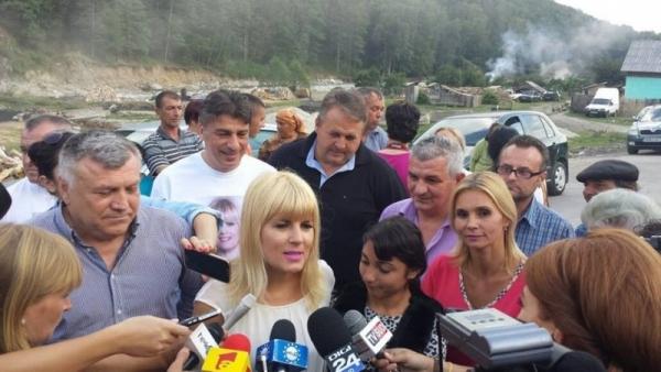 Udrea, discurs cu huiduieli alături de Boc