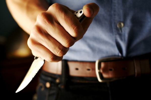 Incident SOCANT in Slatina: Un agent de paza a fost ciopartit de viu cu secera de un clan interlop. I-au smuls maruntaiele!