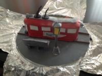 Primarul Iulian Badescu a primit un tort in forma de tramvai