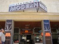"Fostul cinematograf ""Modern"" se transforma in Carrefour"