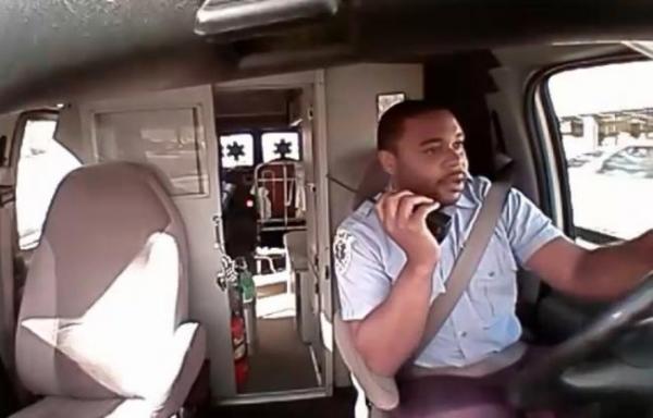 VIDEO INCREDIBIL! Până şi celebra Rihanna a dat click să vadă acest filmuleţ! Ce face un şofer de ambulanţă gay, în traficul din SUA