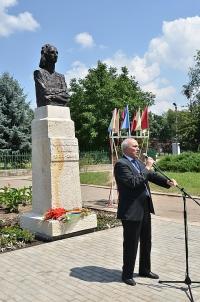 Bustul lui Grigore Vieru, dezvelit la Cahul, in prezenta presedintelui CJ Prahova, Mircea Cosma