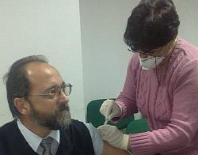Seful Directiei de Sanatate Publica Prahova s-a vaccinat demonstrativ cu Cantgrip