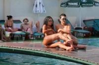 Leo o să înnebunească de tot!  Renata a facut show LESBI XXX la piscină! Imagini 18+