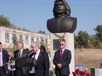 Judetul Prahova, alaturi de Republica Moldova. Mircea Cosma, prezent la sfintirea bustului marelui poet Adrian Paunescu