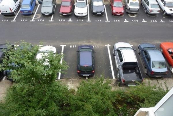 Avem loc, in Ploiesti, pentru masura asta? Parcările de bloc, amenajate la cel puţin 10 metri de ferestrele imobilului