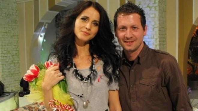 Emoţionant! Cel mai mare fan al Mădălinei Manole dă cărţile pe faţă după 22 de ani de relaţie VIDEO