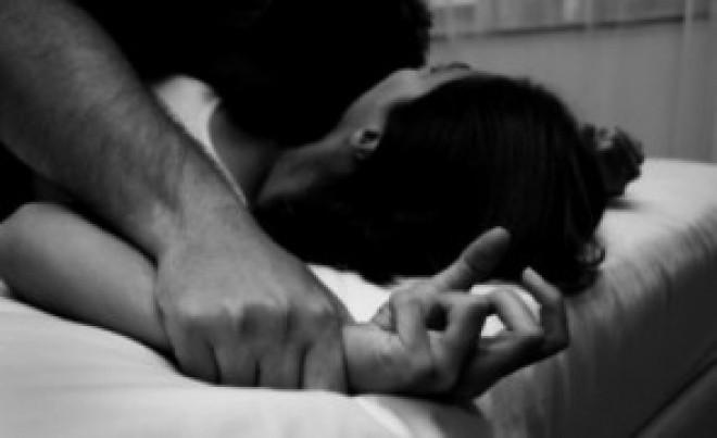 ȘOCANT Cinci tineri au violat o față de 13 ani și au postat imaginile pe Facebook: Alți 5 tineri au asistat la SCENELE REVOLTĂTOARE