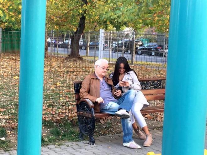 Irinel Columbeanu și-a scos iubita la joacă, în parc! Omul de afaceri are 61 de ani, iar partenera lui...