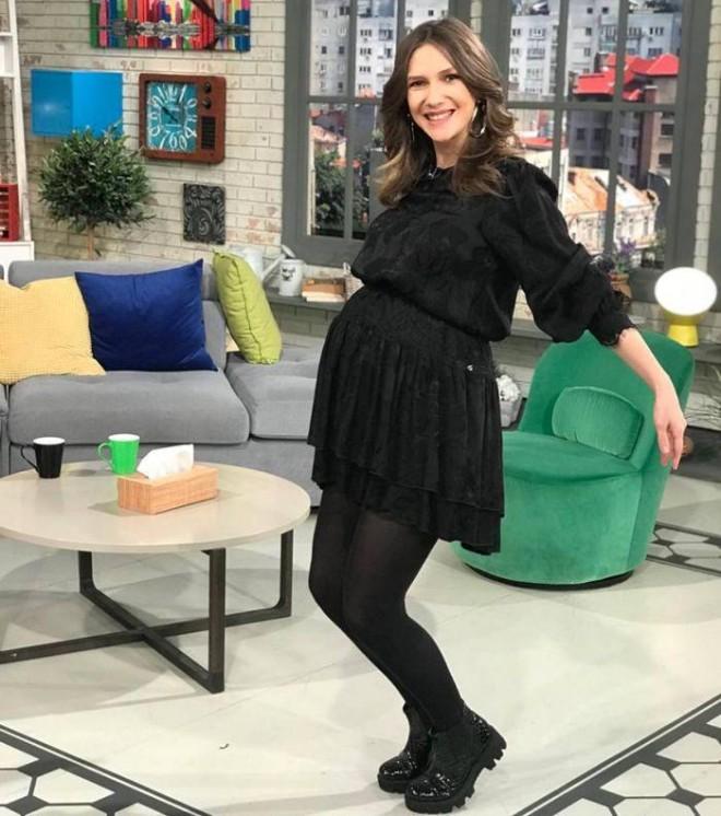 """Adela Popescu a intrat în concediu de maternitate. Cine o înlocuieşte la """"Vorbeşte lumea"""""""