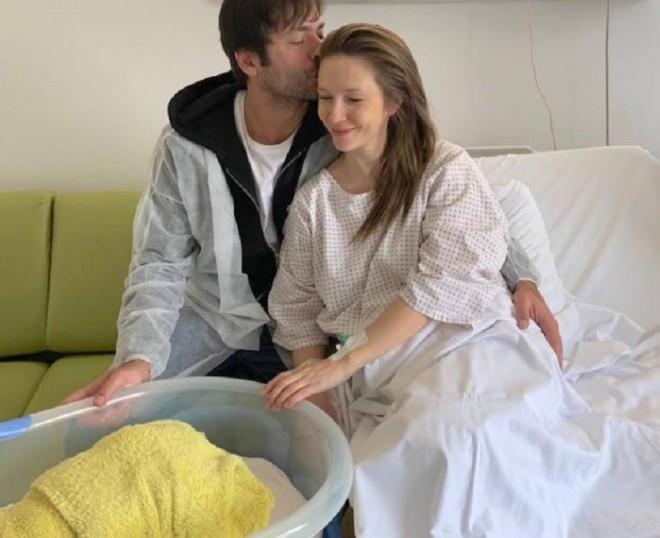 """Adela Popescu a născut! A avut o sarcina grea si cu complicatii!  """"Nu-mi venea să cred că sunt vie""""  Ce s-a intamplat"""