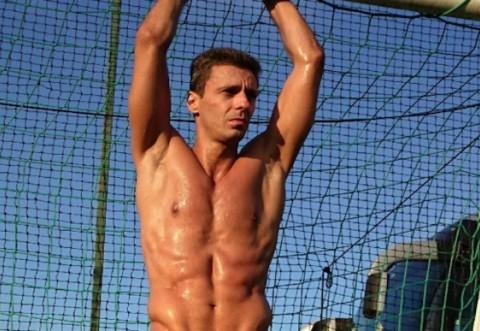 Cum face Mircea Badea abdomenele - FOTO și VIDEO