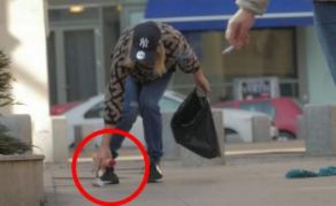 Bucurestenii au crezut ca nu vad bine! Vedeta si-a scapat jucariile sexuale pe stradă. VIDEO
