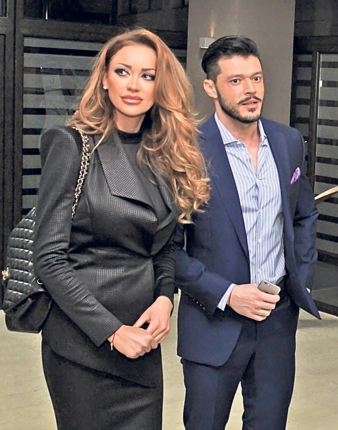 Asta da surpriză! Bianca Drăgușanu s-a consolat în brațele fostului soț, după despărțirea de Alex Bodi