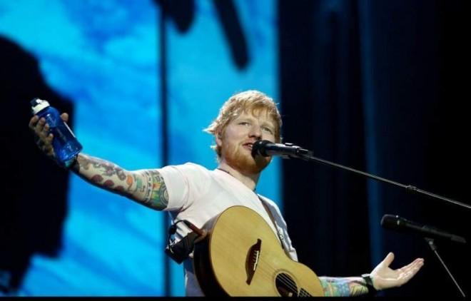 Ed Sheeran, concert excepțional la București. Artistul a ieșit pe scenă în tricoul Naționalei de fotbal a României