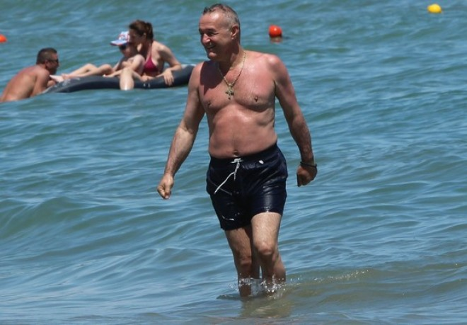 Gigi Becali nu s-a uitat la bani. Ce a facut in secret pe litoral