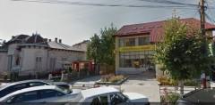NU e un trucaj in Photoshop. Zeci de trecatori privesc uimiti la ce a aparut pe o cladire din Romania