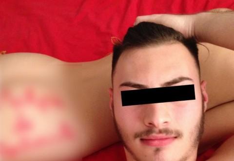 Cocalarul suprem! Dupa ce a facut sex cu iubita i-a scris asta pe fesa! Si si-a facut un selfie
