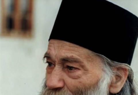 CĂLUGĂRII SPUN CĂ SE PETREC LUCRURI NEOBIȘNUITE Ce minune a avut loc la mormântul părintelui Iustin