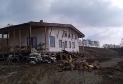 Casa din paie care bate vilele: un tânăr din Botoşani şi-a ridicat o locuinţă inedită  Şi incredibil de ieftină