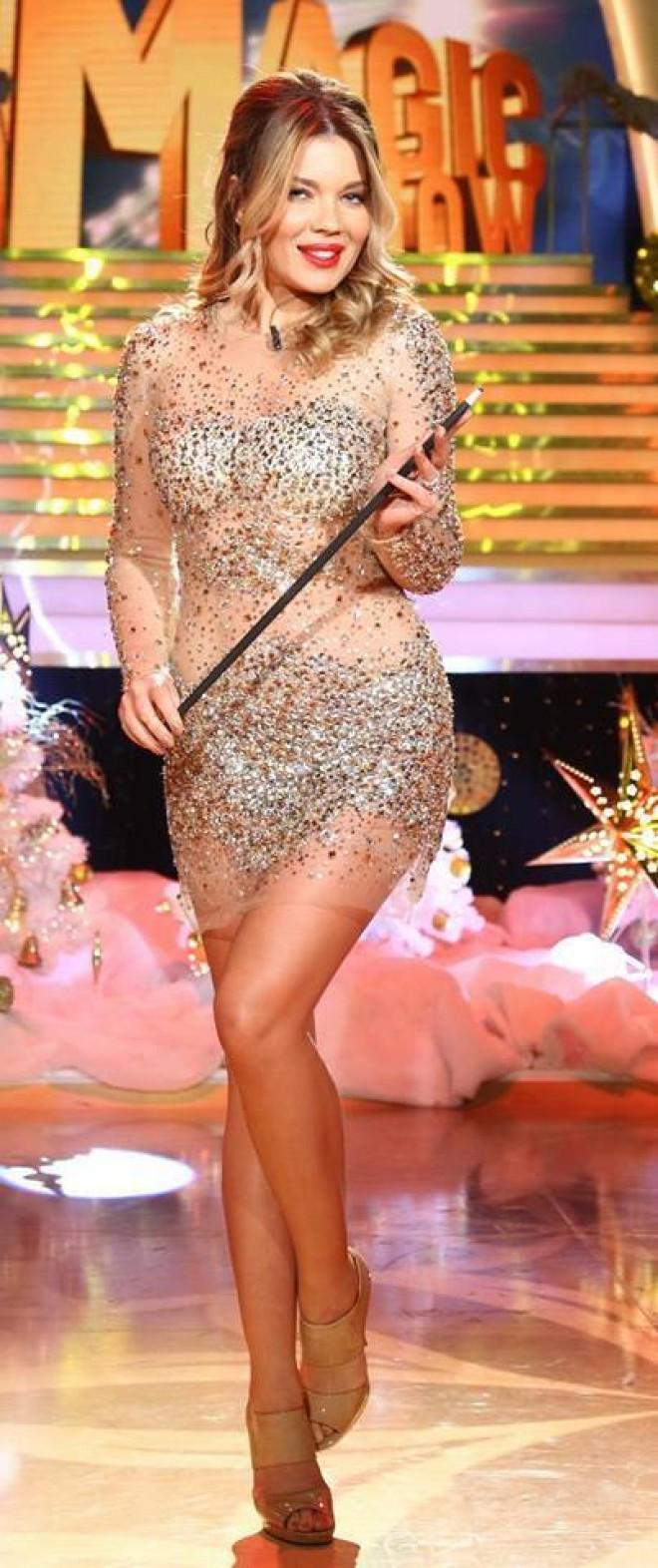 Gina Pistol, imaginile care demonstreaza ca este femeia cu corp perfect. Cum arata in mijlocul junglei, cand este imbracata in costum de baie
