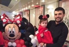 Imagini de colectie! Oana Roman, imbracata in Minnie Mouse la ziua fetitei ei. Uite cum arata in rolul de desen animat! Are o fundita uriasa in cap! Poza AICI
