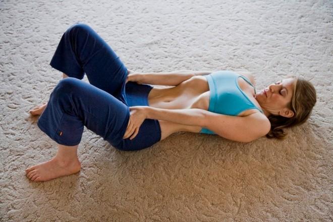 Subtiaza-ti talia si scapa de burta cu ajutorul acestui exercitiu simplu. Este mai simplu decat ti-ai fi imaginat