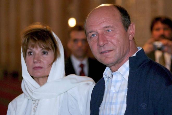 """ŞOC! Traian Băsescu, despre soția sa: """"De 40 de ani nu reușesc să scap de ea."""
