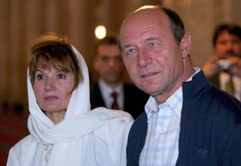 """ŞOC! Traian Băsescu, despre soția sa: """"De 40 de ani nu reușesc să scap de ea."""""""