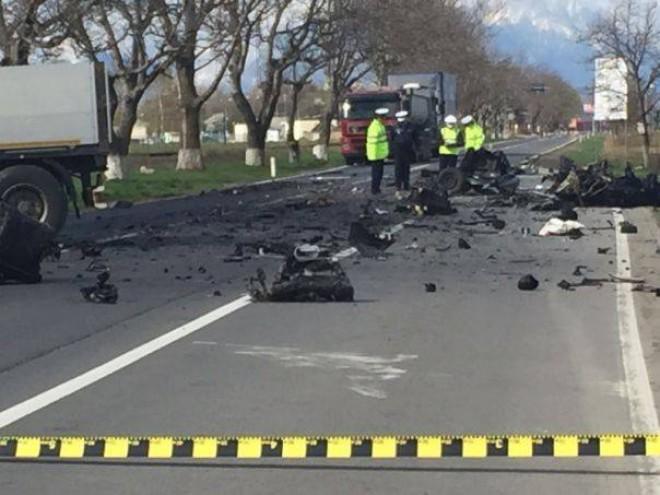 Poliţia nu are nicio explicaţie pentru accidentul oribil de la Braşov. A vrut şoferul să se sinucidă?: