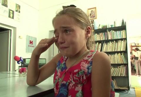 Lacrimile ei iti frang inima. Toti romanii plecati la munca in strainatate si care si-au lasat copiii acasa trebuie sa afle asta