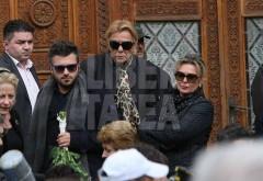 Soțul Paulei Iacob, în scaun cu rotile la înmormântarea avocatei!