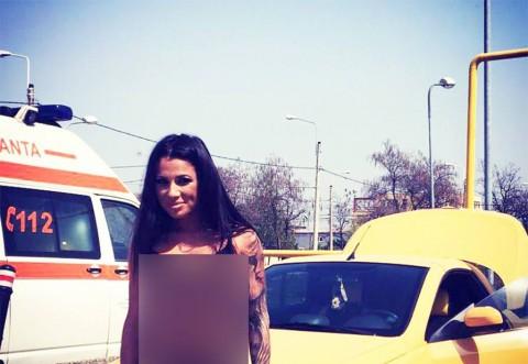 ARDE! Roxana Vancea a ieşit azi la PLAJĂ!  Ce COSTUM DE BAIE minuscul a purtat! S-a pozat cu fundul la vedere şi i s-a văzut...