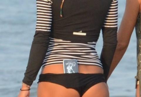 Cea mai sexy sotie de milionar din Romania! La 39 de ani are un fundulet decupat parca din revistele pentru barbati!