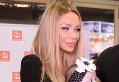 Bianca Drăgușanu a vrut să împartă bucuria ei cu toată lumea și s-a fotografiat cu fetița în brațe. Nu și-a dat seama de un detaliu și toți au sărit ca arși. :O Ce s-a văzut în POZĂ