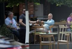 """Milionarul a împărţit sute în stânga şi-n dreapta. Gigi Becali a făcut… """"ploaie de bani"""" la cafenea"""
